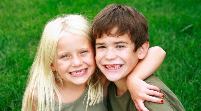 Когда меняются жевательные зубы у детей