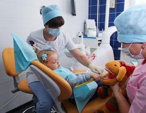 Как проходит лечение кариеса у детей