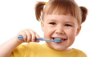 Почему у ребенка чернеют молочные зубы