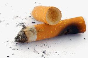Фото: Курение влияет на зубы